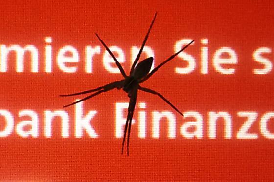 damenfeindlicher_geldautomat_detail.jpg