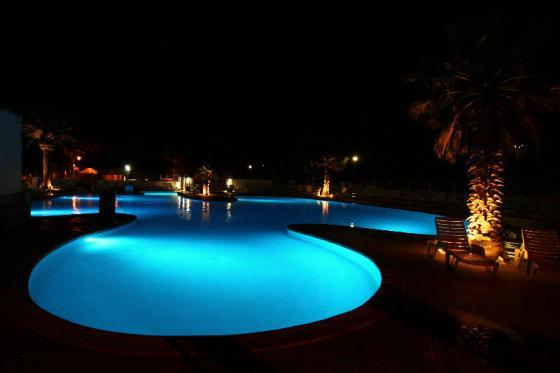 korsika_pool_by_night.jpg